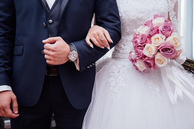 Co nie co o modzie ślubnej
