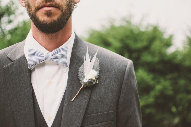 Jak dobrać garnitur ślubny i dodatki?
