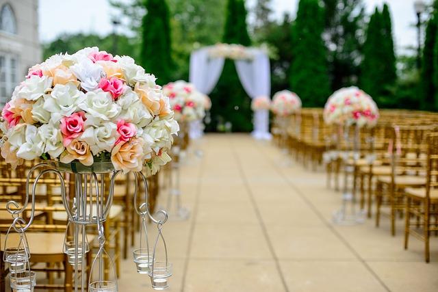 Jakie dekoracje na ślub wybrać?