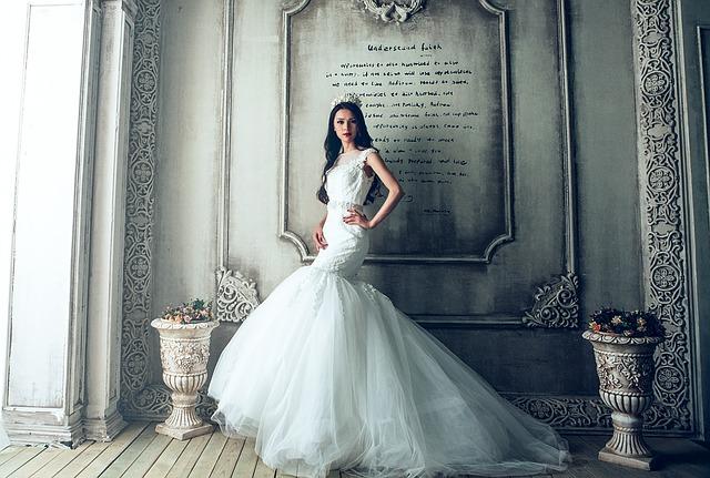 Trendy w branży sukni ślubnych