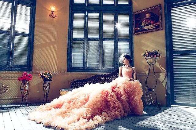 Złote zasady jak przymierzać suknię ślubną